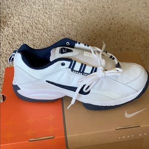 NWT Nike leather cross trainers. Size 10.5